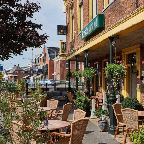 Hotel 't Gemeentehuis terras