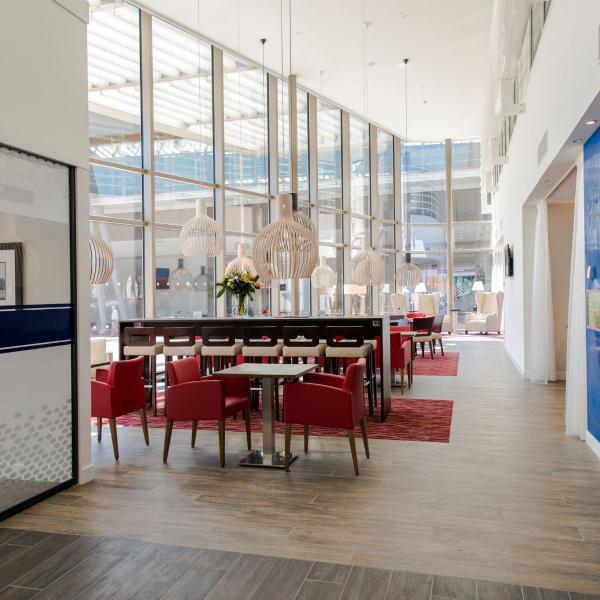 HbH AMSZU - Lobby Lounge_01