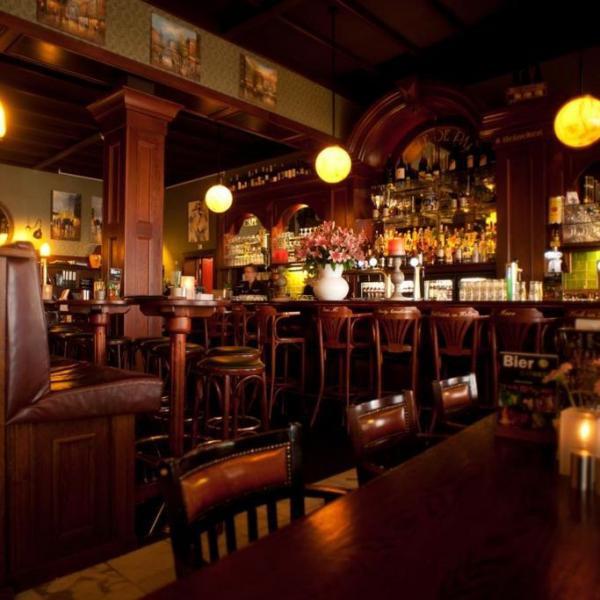 Hotel et le Café de Paris bar