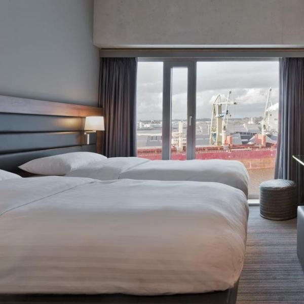 Moxy Houthavens hotelkamer_02
