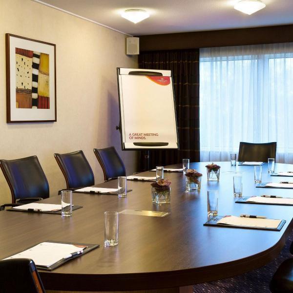 Crowne Plaza Schiphol boardroom