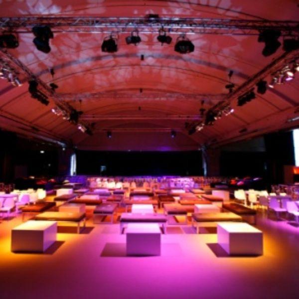 Cruise Terminal Rotterdam, vergaderruimte & witte meubels