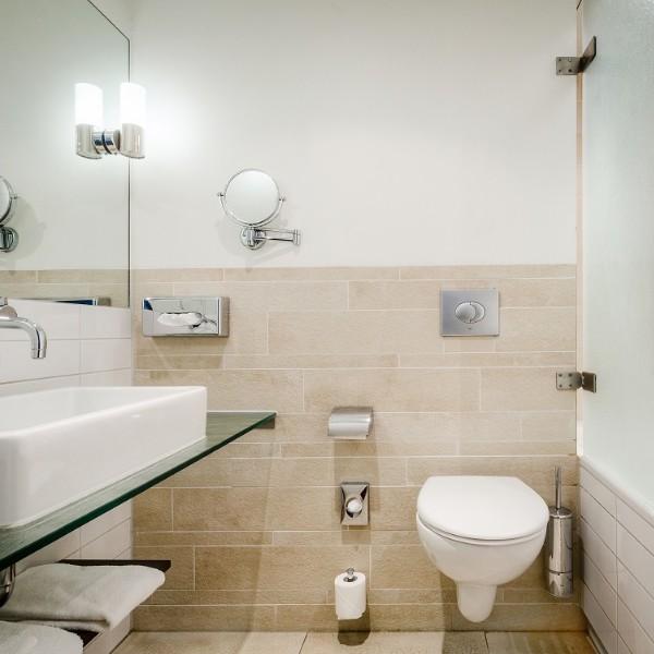 Oranje hotel Leeuwarden badkamer