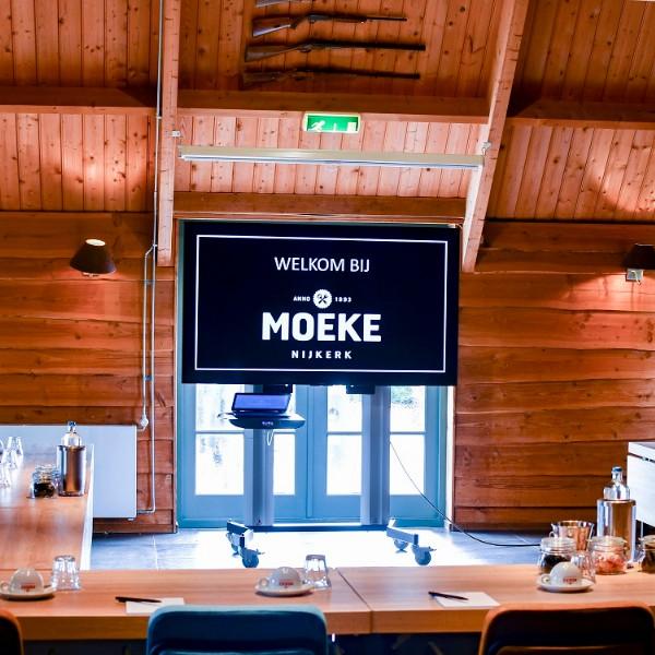 vergaderen bij Moeke