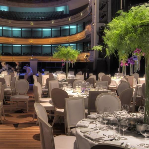 Het nationale Theater dineren