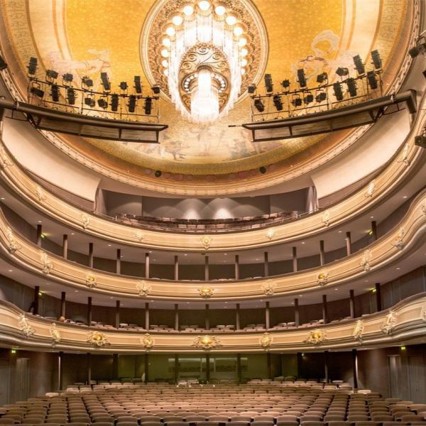 Het nationale Theater zaal_02
